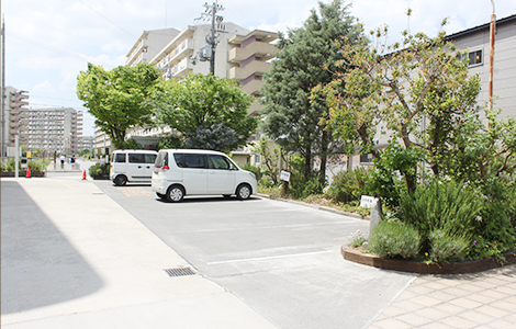 駐車場完備で来院しやすい環境です